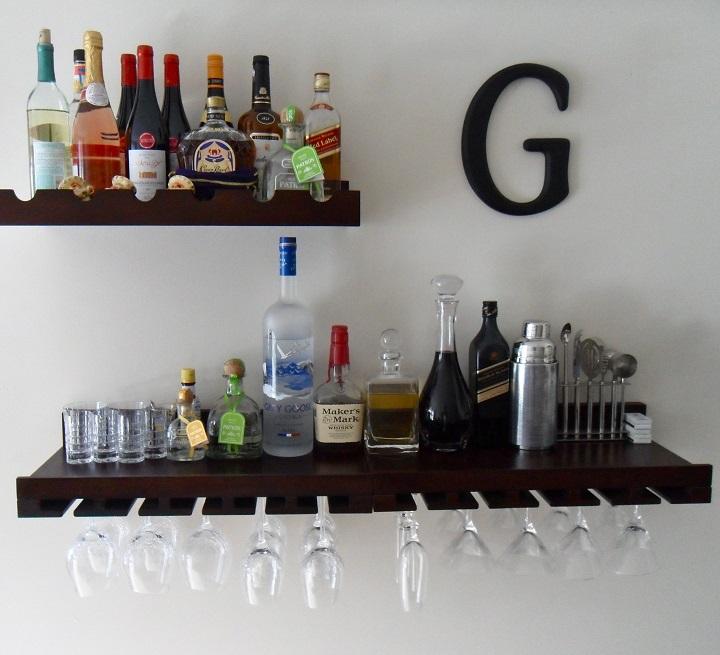 bar em prateleiras